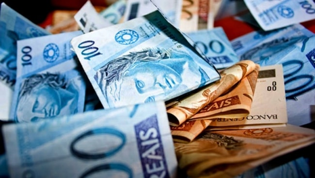 Gol vê PIB fraco e dólar forte até 2016