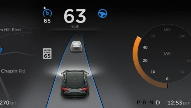 Empresa lança software pioneiro para 'piloto automático' em carro elétrico