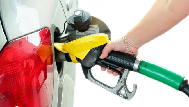 Alta nos preços: gasolina subiu 18,4% e etanol 21,1% em 2015