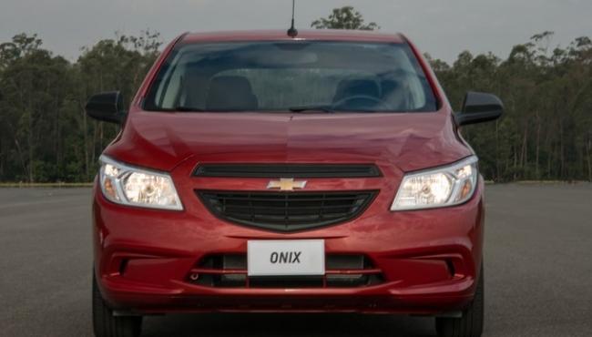 Chevrolet Onix e Prisma mantêm visual antigo nas versões mais baratas