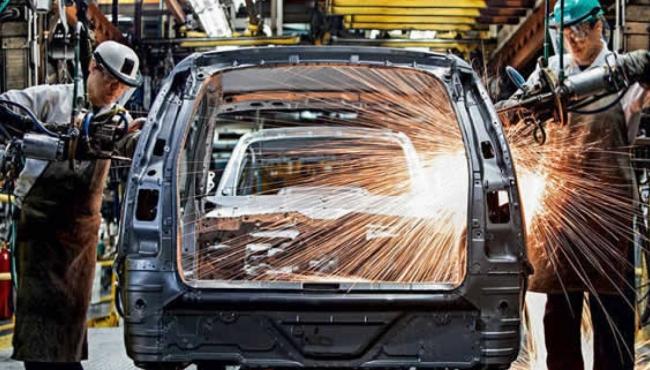 Venda e produção de veículos reduziram à metade em 4 anos