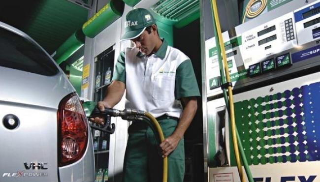 Petrobras irá rever preço da gasolina todos os meses
