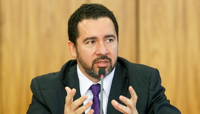 Ministro diz que economia deve voltar a crescer ainda neste ano